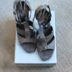 Nine West gray leather sandals size 8 1/2